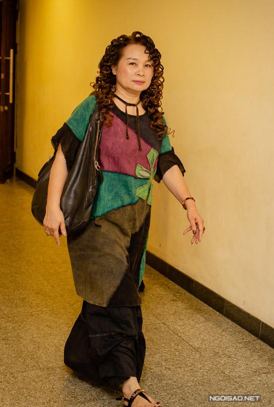 Mẹ ruột của Tùng Dương cũng có mặt trong show diễn để ủng hộ tinh thần cho con trai.