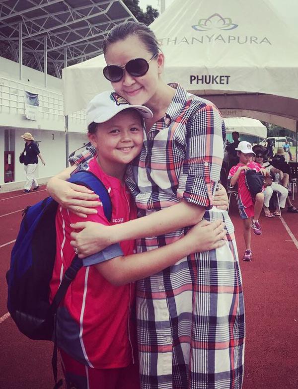 Ngọc Nga không còn đi diễn hay đóng phim mà chuyển sang kinh doanh và tập trung chăm sóc các con. Hè năm nay, cô vừa có chuyến đưa con trai thứ hai Edwards sang Thái Lan thi đấu cricket (mộc cầu - một môn thể thao dùng gậy đánh bóng trên sân cỏ).
