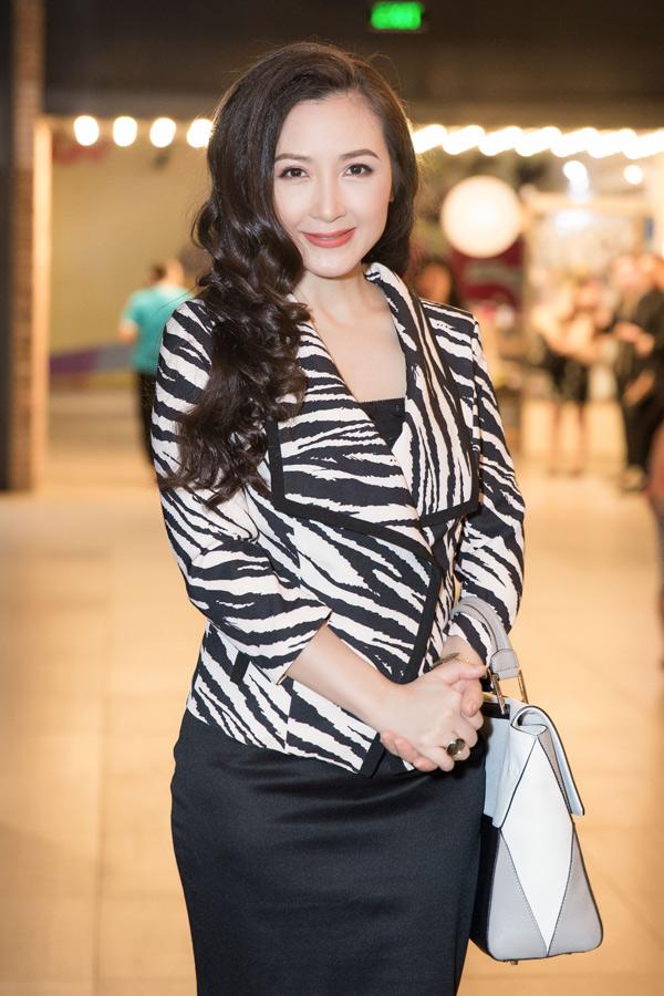 Nữ diễn viên ăn mặc thanh lịch, dự buổi ra mắt phim điện ảnh Yolo. Cô đóng vai người phụ nữ quyền lực trong một tổ chức buôn bán ma túy.