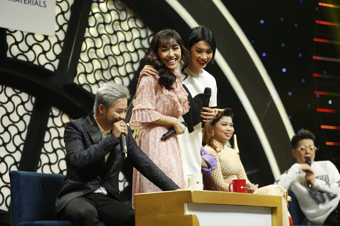 Xuân Lan cười ngất khi nghe Vũ Hà ca vọng cổ trên sân khấu