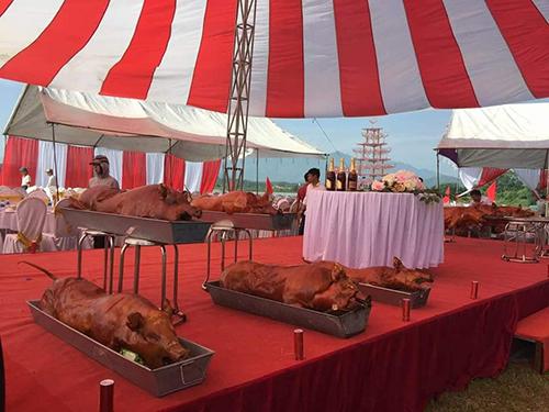 Đám cưới đãi khách toàn sơn hảo hải vị, gần 200 ôtô đón dâu ở Hà Nội - 3