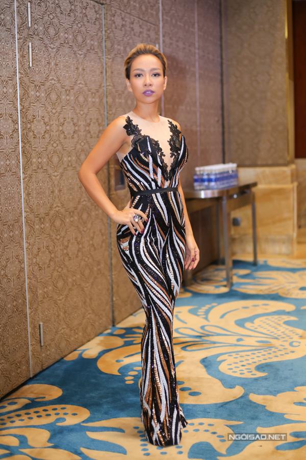 Ca sĩ Thảo Trang tự tin với vóc dáng sau khi sinh con. Cô tiết lộ mình tập nhảy mỗi ngày để giữ hình thể.