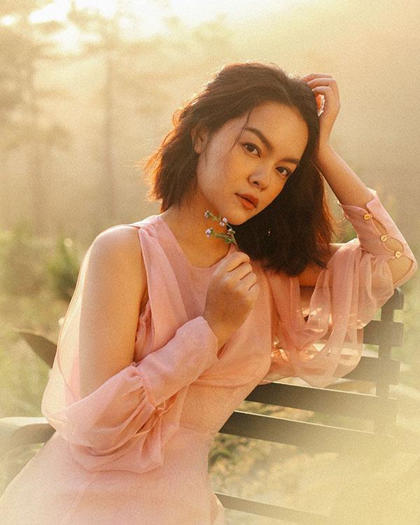 Hình ảnh của Phạm Quỳnh Anh trong MV mới.