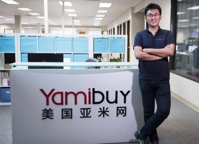 Alex Zhou (32 tuổi) tại văn phòng của hãng Yamibuy, thành phố Los Angeles. Ảnh: Voyagela.
