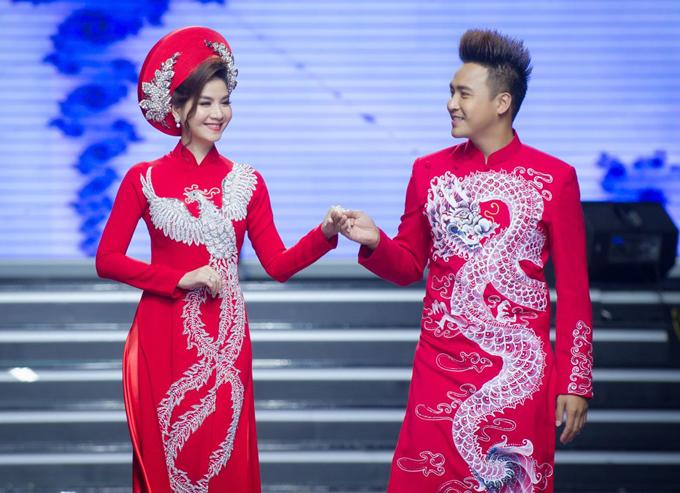 Tối 6/6, vợ chồng Thanh Duy và Kha Ly đã cùng góp mặt trong show diễn giới thiệu bộ sưu tập Sweet Love của nhà thiết kế Đặng Trọng Minh Châu.