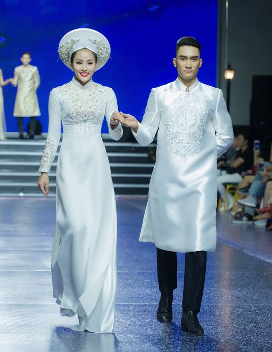 Kỹ thuật đính kết được áo dụng để mang tới nhiều kiểu họa tiết sắc nét trên ngực áo, tay áo.