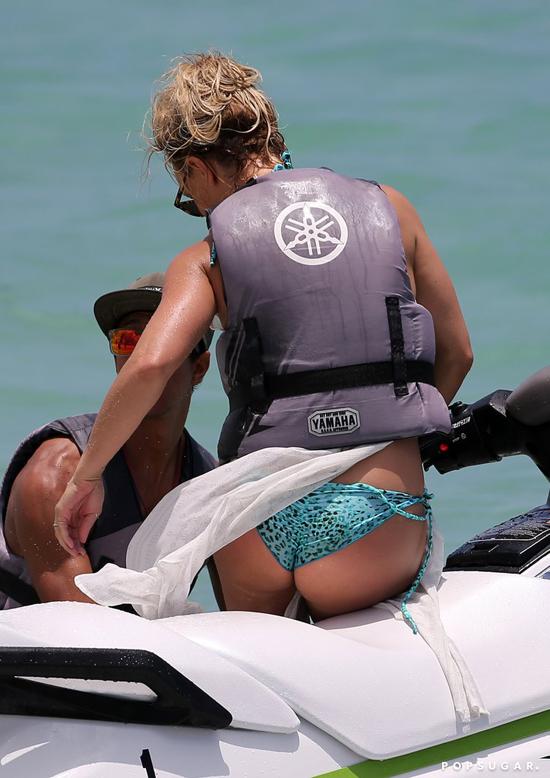 Britney rất yêu biển và cô thường chọn Miami hoặc Hawaii làm điểm đến trong mỗi kỳ nghỉ.