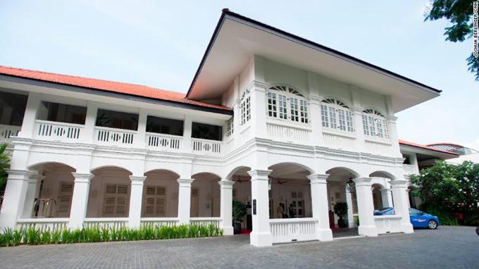 Đây là lần đầu tiên khách sạn Capella được chọn làm địa điểm tổ chức một sự kiện chính trị quan trọng, tầm cỡ thế giới. Trước đó, nhiều cái tên từng được cân nhắc như khách sạn Shangrila trên đường Orchard - nơi từng diễn ra cuộc gặp giữa chủ tịch Trung Quốc Tập Cận Bình và người đứng đầu Đài Loan Mã Anh Cửu năm 2015.