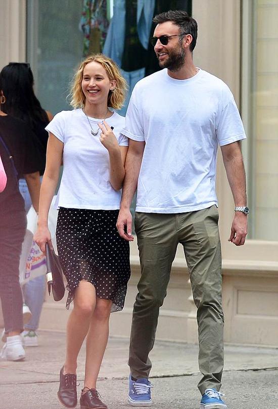 Jennifer và bạn trai mới dạo phố New York hôm thứ 3.