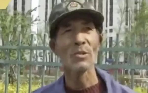 Ông Wang tự nhận mình như người mới bắt đầu dù đã học tiếng Anh được hơn 10 năm. Ảnh: SCMP.