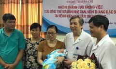 Em bé Hà Nội chào đời nặng 0,5 kg sống sót sau 3 tháng nuôi tích cực
