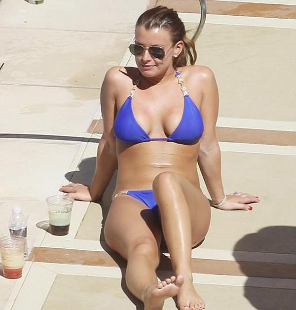 Năm 2012, bà xã Rooney có 8 chuyến đi nghỉ, tiêu hết số tiền khoảng 216.000 bảng.