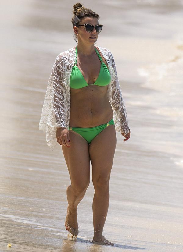 Coleen trong kỳ nghỉ ở Barbados, hồi tháng 3/2016, không lâu sau khi cô sinh cậu con trai thứ ba Kit. Trong năm này, bà xã Rooney có 5 kỳ nghỉ với tổng chi phí khoảng 125.000 bảng.