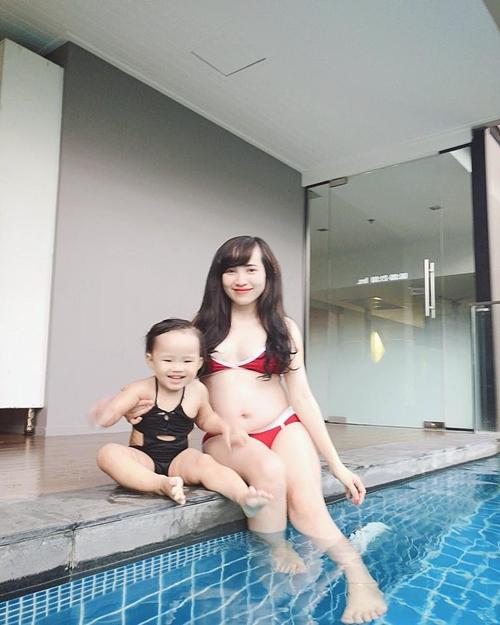 Chị Minh Thúy và con gái.