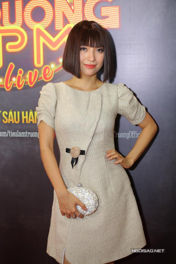 Sau vài lần xuất hiện với trang phục phản cảm, Tiêu Châu Như Quỳnh trở lại phong cách thanh lịch, kín đáo.
