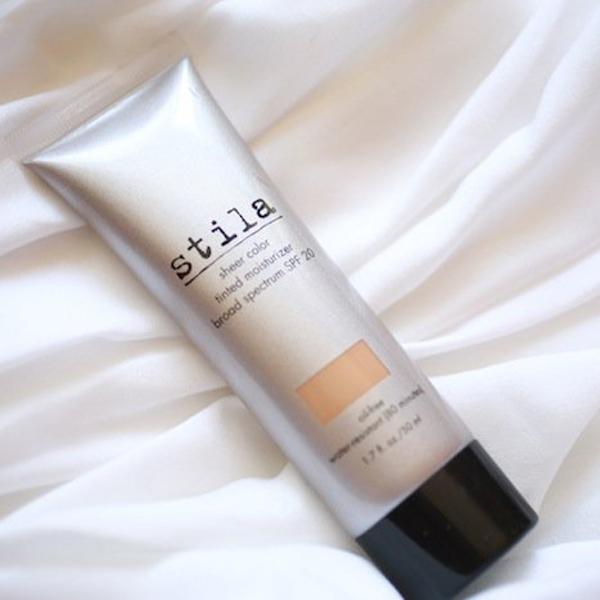 Kem dưỡng da có màu của Stila được đánh giá cao ở khả năng che phủ, tạo nên lớp nền mỏng, nhẹ
