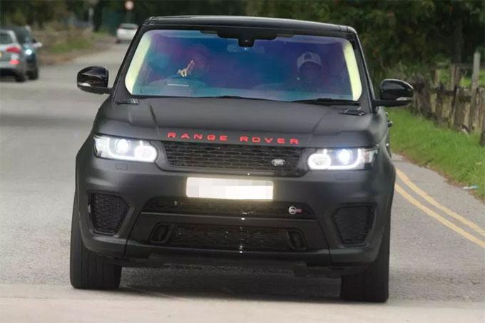 3. Jesse Lingard mê Range Rover...