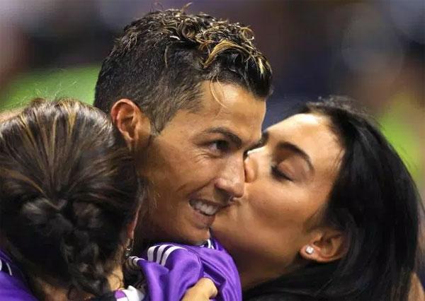 Mẹ C. Ronaldo gọi Georgina Rodriguez là con dâu tương lai - 1