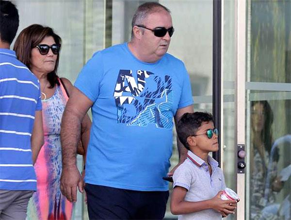 Mẹ C. Ronaldo gọi Georgina Rodriguez là con dâu tương lai - 3