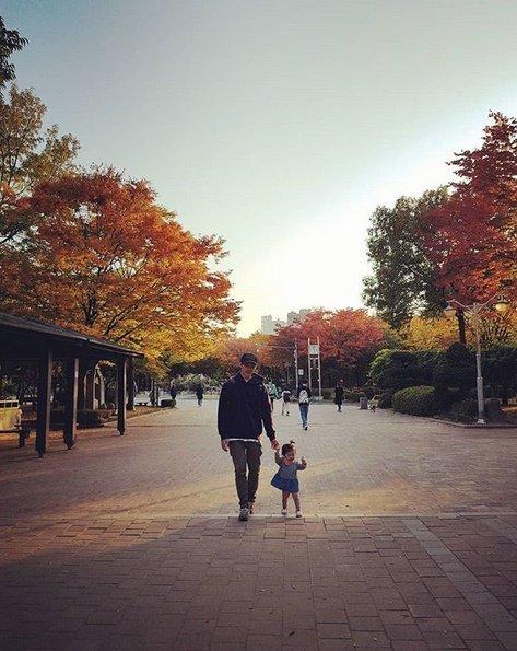 Nam diễn viên Kim Joon và con gái.