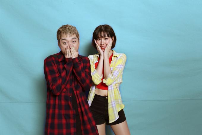 Min trẻ trung bên Mr.A trong hậu trường quay MV cho sản phẩm âm nhạc mới.