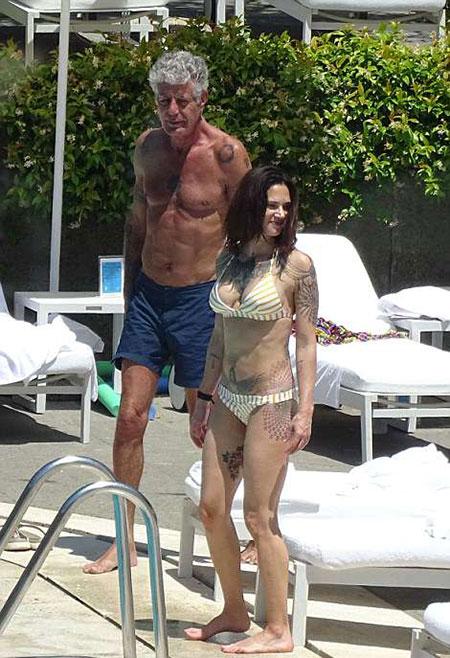 Bourdain và bạn gái trong chuyến đi tới Rome hồi tháng 9/2017. Ảnh: Mega.