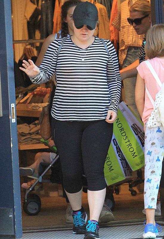Tháng 7 năm ngoái, Kelly vẫn sở hữu vóc dáng đẫy đà.