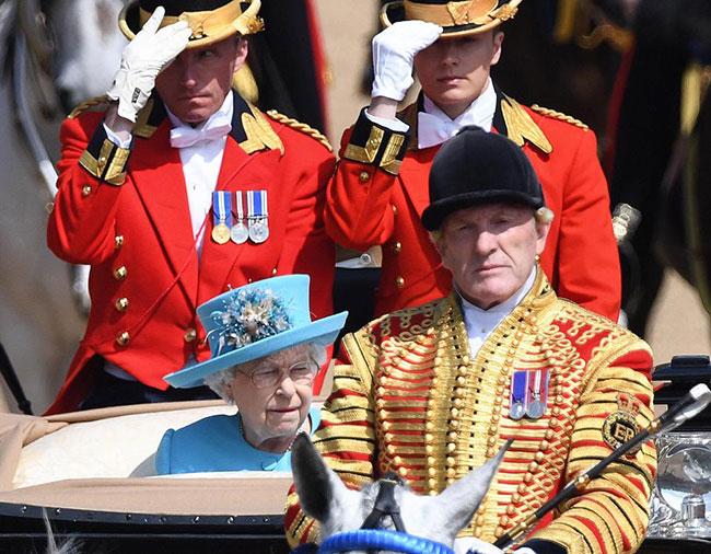 Hiện mắt của Nữ hoàng đã hồi phục sau ca phẫu thuật đục thuỷ tinh thể hồi tháng 5.