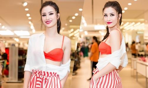 Đông Nhi mặc bralette đi diễn ở sự kiện