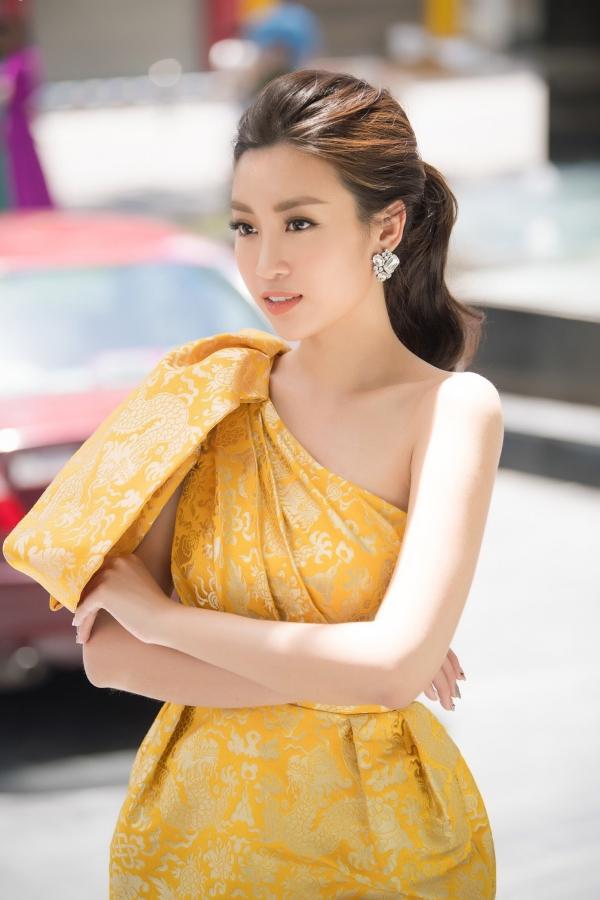 Đỗ Mỹ Linh khoe vai trần khi đi chấm Hoa hậu Việt Nam 2018 - 3