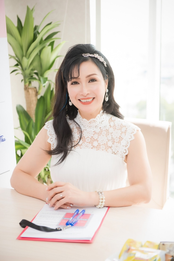 Đỗ Mỹ Linh khoe vai trần khi đi chấm Hoa hậu Việt Nam 2018 - 5
