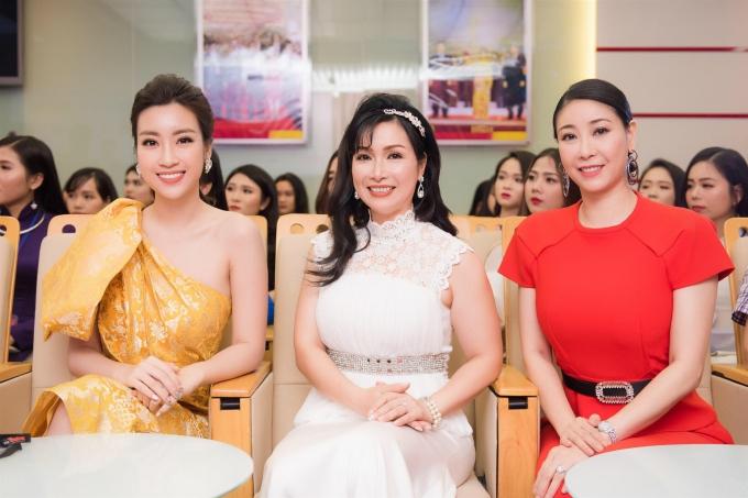 Đỗ Mỹ Linh khoe vai trần khi đi chấm Hoa hậu Việt Nam 2018 - 7