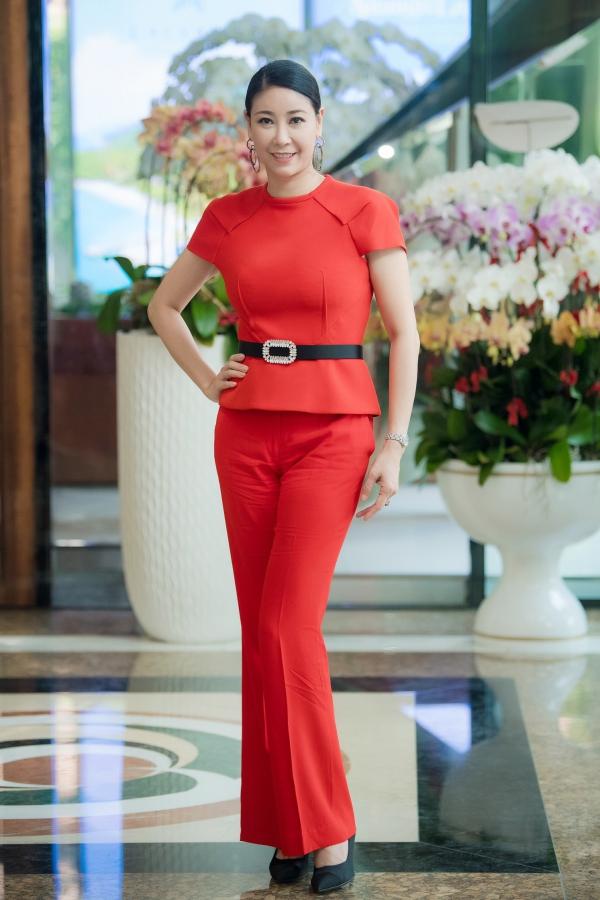 Hoa hậu Hà Kiều Anh xuất hiện nổi bật tại địa điểm sơ khảo miền Nam sáng 10/6.
