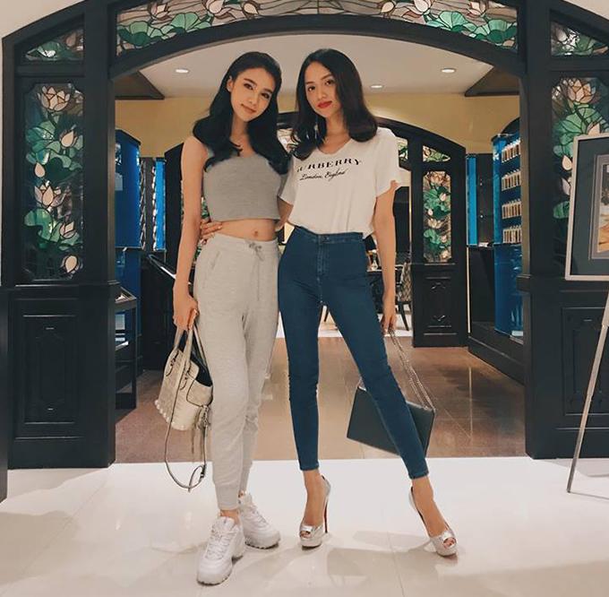 Hương Giang Idol hội ngộ Hoa hậu chuyển giới thế giới 2017 Yoshirinrada và gọi cô là chị gái.
