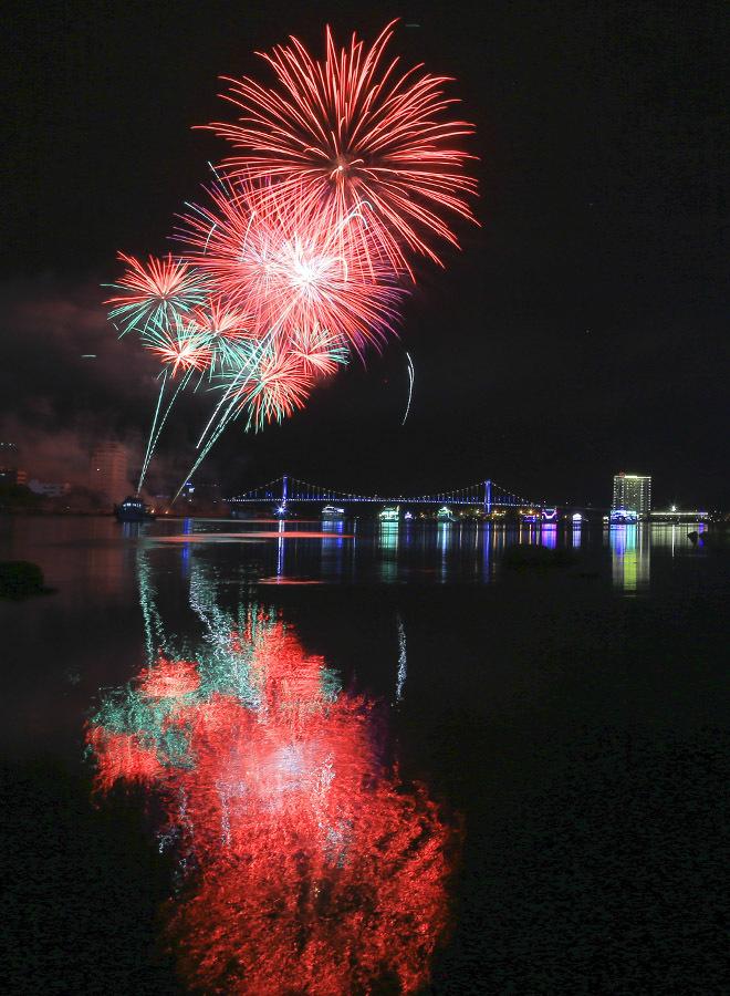 \'Bữa tiệc pháo hoa\' của Thụy Điển và Bồ Đào Nha tại Đà Nẵng