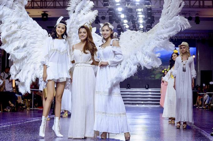 Đào Hà và Hoàng Thu Thảo đưa hoa hậu Thái Nhiên Phương ra giới thiệu với khán giả sau show diễn.