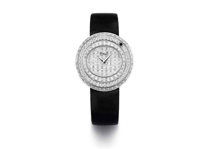 Nổi bật trong các mẫu thiết kế làPossession với vòng đệm xoay tròn, tạo ra một trải nghiệm mới mẻvàcảm xúc. Vỏ đồng hồ bằng vàng trắng 18K. Trên mặt làmột viên sapphire đen, đượcbao quanh bởi 76 viên kim cương baguette (2.4ct) và 331 viên kim cương kiểu brilliant (4.9ct). Mặt số đính 56 viên baguette (2.7ct). Khóa bấm đính 40 viên kim cương brilliant.