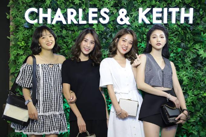 Từ trái sang là hot girl trường báo Minh Tâm, Diệu Ly, Trương Hoàng Mai Anh, Linh Thỏ.
