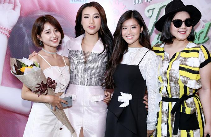 Diễn viên Hoàng Oanh, Minh Thảo hội ngộ các thành viên của nhómNgựa Hoang tại sự kiện. MV mới đánh dấu sự trở lại của Hoàng Yến Chibi sau nửa năm vắng bóng trong làng nhạc để tham gia các dự án điện ảnh.