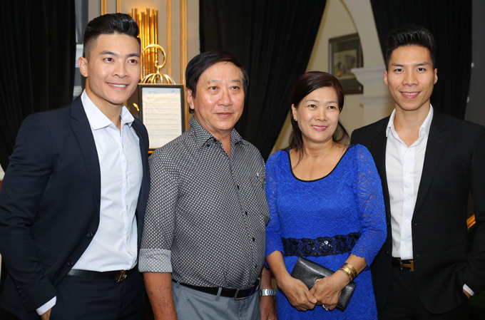 Bố mẹ của cặp đôi xiếc rất tự hào về thành tích của hai cậu con trai tại Britains Got Talent.