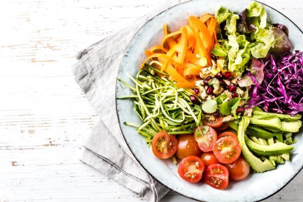 Ưu điểm của chế độ ăn này là bạn không cần thuân thủ các thực đơn có sẵn mà có thể tùy ý điều chỉnh, lựa chọn các món mình yêu thích, chỉ cần đảm bảo nguyên tắc mỗi bữa ăn có đủ thực phẩm đến từ năm nhóm màu trên.