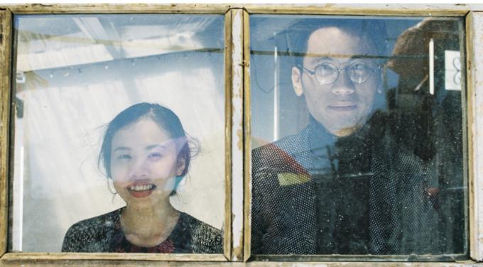 Một bức ảnh khác được chụp với bố cục khung trong khung tạo hiệu ứng thị giác độc đáo.