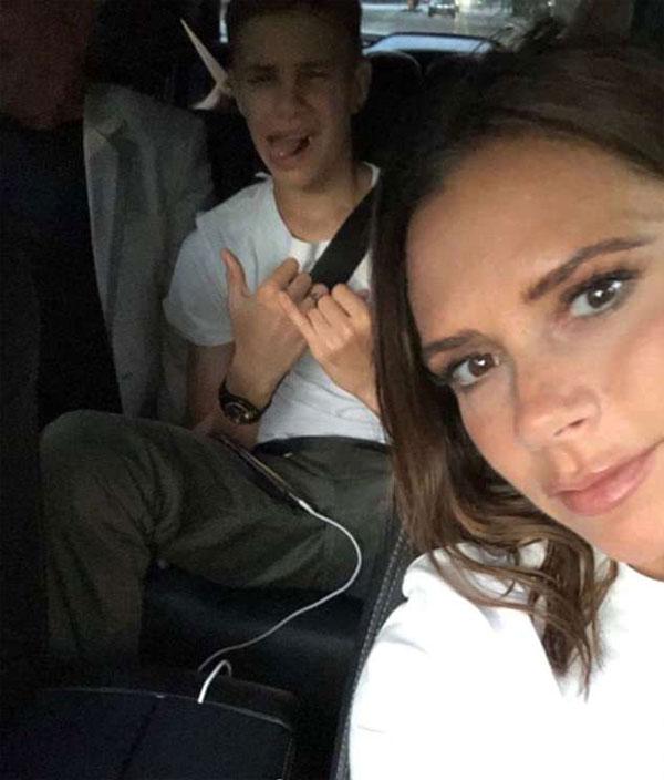 Mới đây, Vic đăng tải hình ảnh cô vàRomeo ngồi cùng xe...