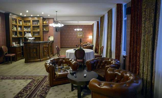 23 học trò của Southgate ở khách sạn ForRestMix có giá104 bảng một đêm. Hình ảnh được ghi lại ngày 10/6 cho thấy khách sạn ở Nga không lung linh như truyền thông đăng tải trước đó.