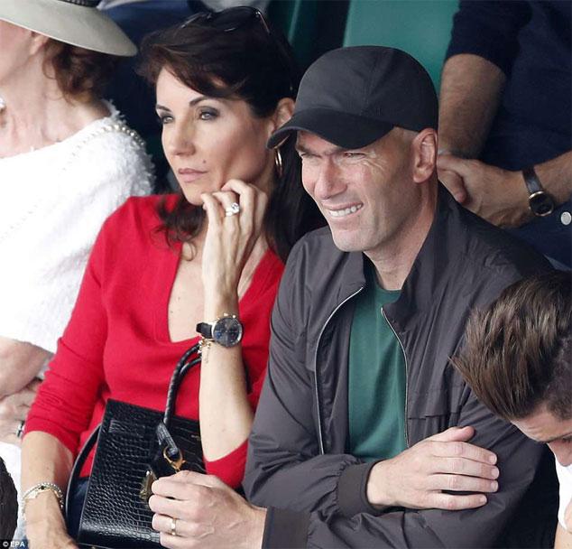 Sau khi nghỉ việc ở đội bóng Tây Ban Nha, Zidane dành nhiều thời gian cho gia đình. Anh đưa vợ đi mua sắm đồ nội thất, cùng thưởng thức tennis và cho biết dành thời gian để theo dõi các trận đấu ở World Cup sắp tới.