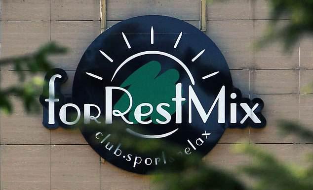 ForRestMix không nhận thêm khách từ ngày 10/6, nhân viên bảo vệ cũng được tăng cường 48 giờ trước khi tuyển Anh cập bến.