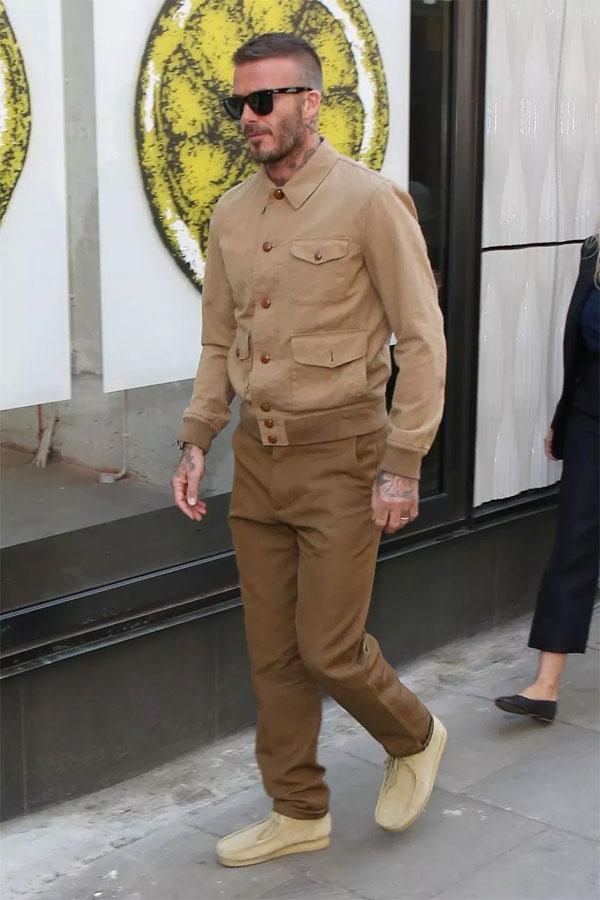 Becks ăn mặc phong cách đến tuần lễ thời trang London. Anh không lên tiếng về tin đồn ly dị.