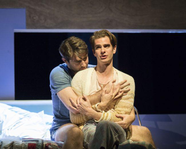 Andrew Garfield và bạn diễn trong vở kịch Angels in America.