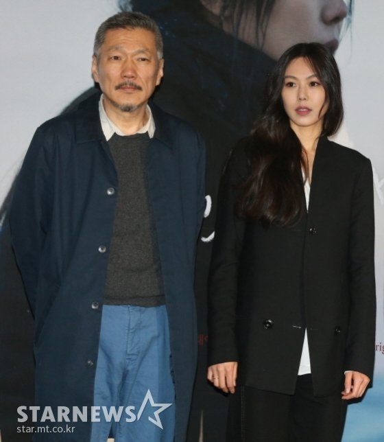 Đạo diễn Hong Sang Soo và diễn viên Kim Min Hee.