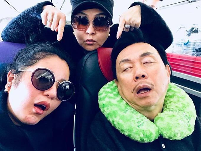 Thuý Nga đăng ảnh dìm hàng nghệ sĩ Hương Lan và Chí Tài trên máy bay.